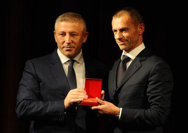 UEFA PRESIDENT, ALEKSANDER ČEFERIN, RECEIVED THE FSS GOLDEN PIN   LONG LIVE THE SERBIAN FOOTBALL (VIDEO)